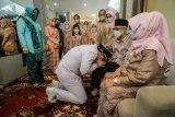 Eri Cahyadi sungkem kepada orang tua jelang pelantikan Wali Kota Surabaya