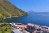 Menikmati dari dekat keindahan objek wisata Danau Toba di Kabupaten Dairi