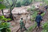 Sebanyk 13 rumah di Desa Sawaran Kulon Lumajang tertimbun longsor