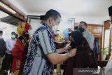 Anggota DPR-RI dan Wagub Sumbar kunjungi tenun Kubang
