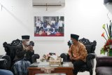 Plt Gubernur Sulsel Andi Sudirman sowan ke KH Sanusi Baco