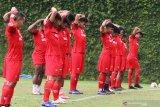 Pesepakbola Madura United mengikuti materi latihan fisik dalam Pemusatan Latihan di lapangan Agrokusuma, Batu, Jawa Timur, Sabtu (27/2/2021). Pemusatan latihan tersebut diadakan untuk mempersiapkan diri menghadapi Turnamen Piala Menpora yang rencananya akan digelar pada tanggal 20 Maret 2021.  Antara Jatim/Ari Bowo Sucipto/zk