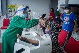 Vaksinasi COVID-19 untuk warga lansia