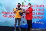 Perumda Boyolali serahkan 1.000 bibit tanaman untuk hijaukan Merbabu