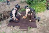 Tim Gegana Polda NTB evakuasi granat temuan nelayan di sungai Sumbawa