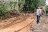 Jalan penghubung lima desa di OKU  rusak parah