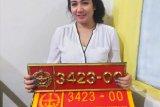 Wanita yang pamer mobil berpelat dinas  TNI milik suaminya  diamankan Polisi Militer
