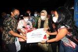 LKBN ANTARA memberikan bantuan pembangunan MCK di Indramayu