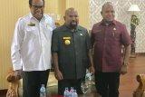 Gubernur dan Sekda Papua definitif Dance Flassy gelar pertemuan