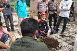 Satgas KMG olah kotoran gajah menjadi pot tanaman