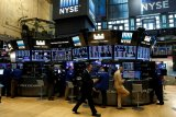 Saham-saham Wall Street ditutup beragam, terimbas turbulensi