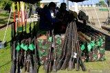 TNI musnahkan 30 pucuk senjata rakitan jenis springfield milik warga eks Timor Timur  di Kupang