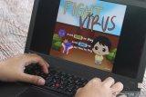 Mahasiswa yang tergabung dalam tim Berfaedah memeriksa prototipe permainan digital (game) berjudul Fight The Virus hasil karyanya di Universitas Muhammadiyah Malang, Jawa Timur, Senin (8/3/2021). Mahasiswa membuat  permainan digital tersebut sebagai sarana sosialisasi pencegahan dan penanganan pandemi COVID-19 agar lebih mudah dipahami masyarakat terutama anak-anak berusia 6 sampai 10 tahun. Antara Jatim/Ari Bowo Sucipto/zk