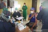 Vaksinasi COVID-19 petugas pelayanan publik di Kapuas dimulai