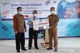 Bank Nagari bagikan 1348 paket sembako kepada warga Padang