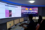 Petugas mendeteksi berita hoaks yang beredar di jejaring media sosial dengan menggunakan aplikasi Tangkal dan Analisa Berita Bohong (Taboo) di Dinas Komunikasi, Informatika dan Statistik Kota Denpasar, Bali, Selasa (9/3/2021). Aplikasi Taboo itu telah menangkal sebanyak 53 berita hoaks terkait vaksin dan kasus COVID-19 yang beredar di jejaring media sosial pada bulan Januari hingga Februari 2021 serta memberikan informasi yang benar kepada masyarakat melalui situs tangkalhoax.denpasarkota.go.id. ANTARA FOTO/Nyoman Hendra Wibowo/nym.
