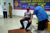 Dinas Kesehatan lakukan vaksinasi COVID-19 ke TNI dan Polri di Kota Solok
