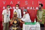Presiden Jokowi  tinjau vaksinasi bagi ulama, santri, tokoh agama di Jateng
