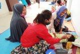 Rumah terendam banjir warga di Kota Makassar mulai mengungsi