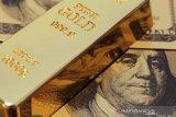Harga emas jatuh lagi, ini penyebabnya