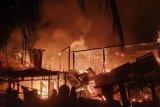 Lima rumah warga di Kelurahan Binanga Mamuju dilalap sijago merah