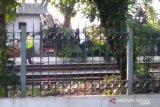 Seorang kakek tewas tersangkut di pagar Stasiun Lenteng Agung, polisi turun tangan