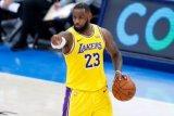 LeBron James sindir hasil survei  pemain terbaik NBA