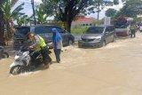 Banjir luapan Kali Lamong di Kabupaten Gresik ganggu jalan penghubung kecamatan