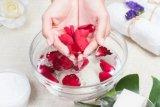 Khasiat air mawar untuk wajah dan rambut