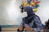 Bupati Banyuwangi Ipuk Fiestiandani Azwar Anas berdiskusi saat berkunjung ke Kantor ANTARA Biro Jatim di Surabaya, Senin (15/3/2021). Kunjungan tersebut dalam rangka silaturahim sekaligus memperkenalkan visi dan misi bupati periode 2021-2024. (ANTARA Jatim/Naufal Ammar Imaduddin/SHP)
