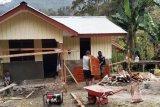 Satgas TMMD Kodim Jayawijaya bersama warga kampung Ibele lanjutkan kerja rumah