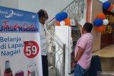 Bank Nagari Pariaman sosialisasikan penggunaan QRIS dengan jual minuman dengan harga cuma-cuma