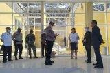 Bupati Sasingen tinjau Bandara Siau yang atapnya ambruk