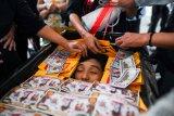 Militer Myanmar menembaki pengunjuk rasa, 13 orang tewas