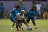 Pelatih timnas putri coret lima pemain sebagai bagian 'keluar-masuk'