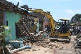 35 bangunan di Pangkalan Truk Banyuputih Batang dibongkar