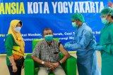 Wali Kota Yogyakarta menuntaskan vaksinasi COVID-19 dosis kedua