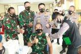 Vaksinasi gabungan TNI-Polri di NTB dipantau Kapolri dan Panglima TNI
