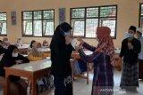 Ponpes At Taujieh Al Islamy Banyumas gunakan GeNose untuk deteksi COVID-19