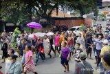 Jenazah korban penikaman diarak massa di Manokwari