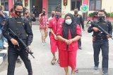 Polda Kalimantan Tengah tangkap IRT dan petani tersangka pemilik sabu-sabu