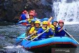 Pemuda Dayak mendukung pengembangan wisata dan budaya di Bengkayang