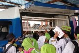 Perpustakaan Keliling Sumbar pinjamkan buku bacaan dukung masjid ramah anak di Padang
