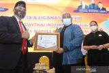 Gubernur dan Ketua KONI Sultra Terima Penghargaan