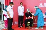 Jokowi: Jangan tegang, saya juga  sudah disuntik