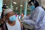 3.000 imam dan marbot masjid di Kepri disuntik vaksin AstraZeneca