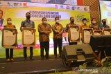 Bupati Sinjai raih penghargaan kepala daerah peduli media dan pers
