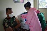 Prajurit  TNI Satgas Pamtas RI-PNG Yonif 611 disuntik vaksin COVID-19