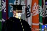 Doni Monardo menahan haru saat pidato anugerah Doktor Kehormatan IPB University.