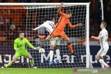 Pesepak bola Belanda Luuk de Jong (15) mencetak gol ke gawang Latvia dalam laga Kualifikasi Piala Dunia 2022 Grup G zona Eropa di Amsterdam Arena, Amsterdam, Belanda, Sabtu (27/3/2021). Belanda menang 2-0 dalam laga itu. ANTARA FOTO/REUTERS/Piroschka Van De Wouw/foc.